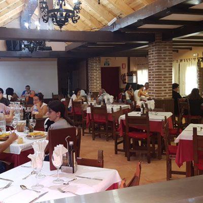 Comedor del restaurante Pit Lane de Navaluenga